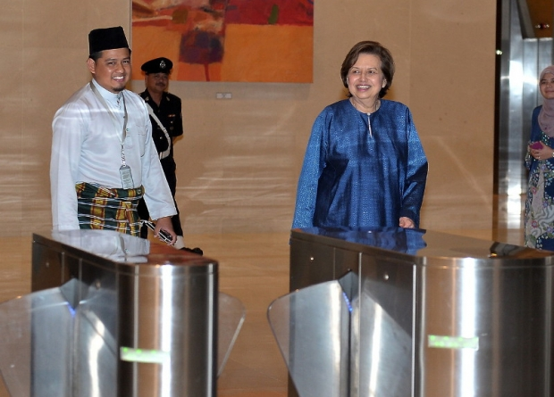 zeti_last_day_at_bnm_bernama_620_445_100