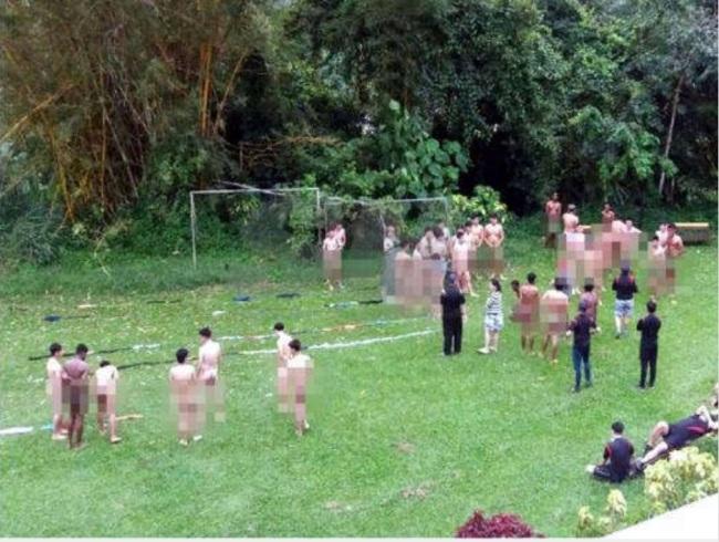 nakedmen